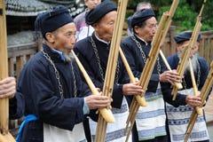 Hmong Musiker von Guizhou führen am lusheng durch Stockfoto