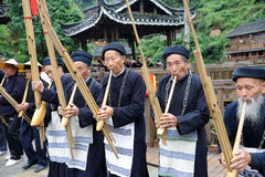 Hmong Musiker von Guizhou führen am lusheng durch Stockbild