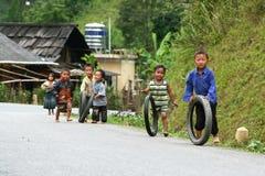 Hmongkinderen het spelen Stock Foto's