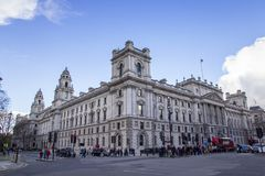 HMRC, seu rendimento da majestade e costumes construindo, Parliament Square, Londres, Inglaterra, fevereiro imagens de stock royalty free