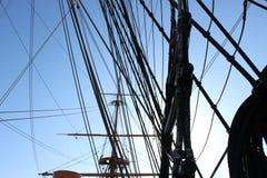 HMS与太阳的战士索具 免版税库存图片