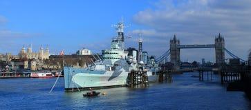 HMS Μπέλφαστ, πύργος του Λονδίνου και γέφυρα πύργων Στοκ Φωτογραφία