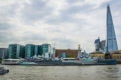 HMS贝尔法斯特博物馆船和碎片在伦敦,英国 免版税库存图片
