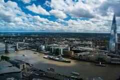 HMS贝尔法斯特、碎片和塔桥梁在伦敦,英国 免版税图库摄影