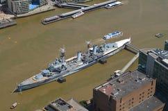 HMS Belfast en el río Támesis Imágenes de archivo libres de regalías