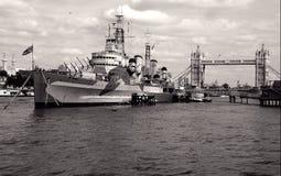 HMS Belfast na associação de Londres fotografia de stock royalty free