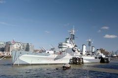 HMS Belfast op Rivier Theems wordt vastgelegd die Stock Afbeelding