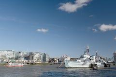 HMS Belfast op Rivier Theems wordt vastgelegd die Royalty-vrije Stock Afbeelding