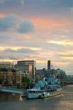 HMS Belfast på flodThemsen i London. Royaltyfri Fotografi