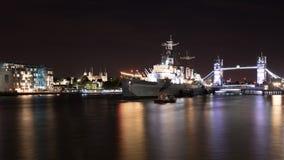 HMS Belfast på natten i London Fotografering för Bildbyråer