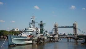 HMS Belfast und Kontrollturm-Brücke Stockbilder