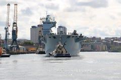 HMS-Ozean, der in Sunderland, am 1. Mai 2015 ankommt Stockbild