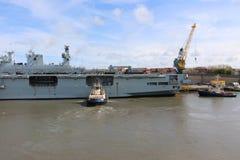 HMS-Ozean, der in Sunderland, am 1. Mai 2015 ankommt Lizenzfreie Stockfotos