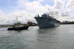 HMS-Ozean, der in Sunderland, am 1. Mai 2015 ankommt Lizenzfreie Stockbilder