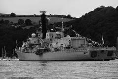 HMS Somerset förtöjde i flodpilen, Devon, England royaltyfria foton