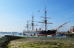 HMS-Strijdersschip in de historische zeewerf van Portsmouth Stock Foto's