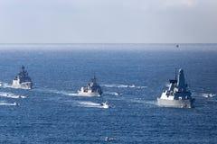 HMS Trauen schreiben 45 Verwegen-klasseluftabwehrzerst?rer der f?hrenden Schiffe des Marine in Sydney Harbor lizenzfreie stockbilder