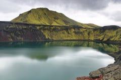 Hnausapollur火山的火山口湖 免版税库存图片