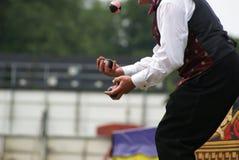 Hände von Jongleur Jugglings-Bällen Stockfoto