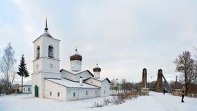 Hängebrücke von Insel und von Kirche von Sankt Nikolaus Lizenzfreie Stockfotografie