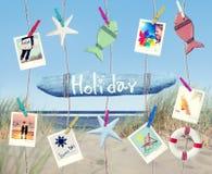 Hängende Feiertags-Zeichen-und Sommer-Gegenstände auf Strand Lizenzfreies Stockbild