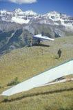 Hängningglidflygplan på kanten av klippan under Hang Gliding Festival, Telluride, Colorado Arkivbild
