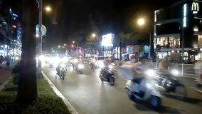 HO CHI MINH, ΒΙΕΤΝΑΜ - 16 Νοεμβρίου 2014: Πολλές μοτοσικλέτες τη νύχτα στη πόλη Χο Τσι Μινχ Βιετνάμ απόθεμα βίντεο