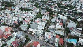 Ho Chi Minh City, Saigon, Vietnam, flyg- längd i fot räknat, surrlängd i fot räknat, härlig arkitektur och synlig trafik stock video