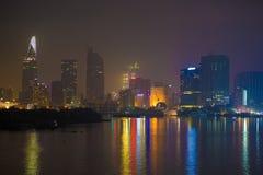 Ho Chi Minh City sent på natten fotografering för bildbyråer