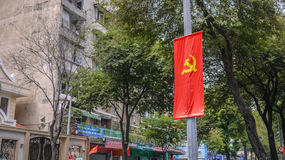 HO CHI MINH CITY, VIETNAME - 6 DE FEVEREIRO DE 2016: Martelo e foice fotografia de stock