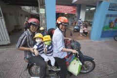 Ho Chi Minh - liv på sparkcyklar Arkivfoton