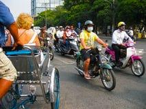 Ho Chi Minh miasto Wietnam, Luty, - 11, 2011: Wiele motorbikikes przy ulicą Obraz Stock
