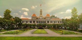 Ho Chi Minh och folks kommittébyggnad arkivbild