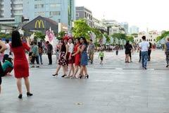 Ho Chi Minh-stad, het lopen straat, Kerstmisseizoen Royalty-vrije Stock Foto