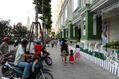 Ho Chi Minh-stad, het lopen straat, Kerstmisseizoen Stock Fotografie
