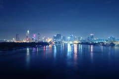 Ho Chi Minh stad på natten Vi kan se det Bitexco tornet härifrån royaltyfri foto