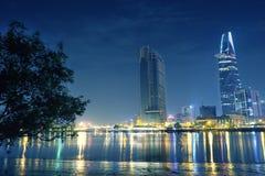Ho Chi Minh stad på natten Vi kan se det Bitexco tornet härifrån Royaltyfri Fotografi
