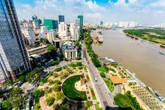 HO-CHI-MINH-STAD (SAIGON) - 03 JULI, 2014 - de mening van Nice van een deel van de Stad van hoogte binnen de stad in Royalty-vrije Stock Afbeelding