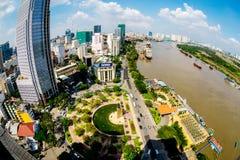 HO-CHI-MINH-STAD (SAIGON) - 03 JULI, 2014 - de mening van Nice van een deel van de Stad van hoogte binnen de stad in Royalty-vrije Stock Fotografie