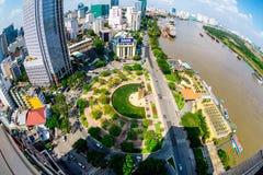 HO-CHI-MINH-STAD (SAIGON) - 03 JULI, 2014 - de mening van Nice van een deel van de Stad van hoogte binnen de stad in Stock Foto