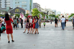 Ho Chi Minh-Stadt, gehende Straße, Weihnachtsjahreszeit Lizenzfreies Stockfoto