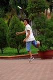 Ho Chi Minh Stadt - 23. Mai: Nicht identifizierter Sportmann springend und kic Lizenzfreies Stockfoto