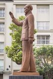 Ho Chi Minh utanför stadshuset i tidigare Saigon arkivbilder