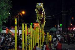 Drakedans på festivalen Tet den Lunar för nytt år, Vietnam Arkivbild