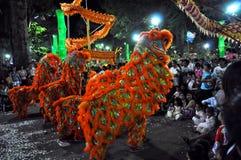Drakedans på festivalen Tet den Lunar för nytt år, Vietnam Royaltyfria Foton