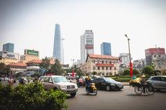 Ho Chi Minh, Vietnam - 29 de enero de 2015: Un camino congestionado con el motorista en la calle de Ho Chi Minh en Vietnam foto de archivo