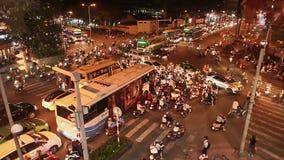 HO CHI MINH, VIETNAM - 13 DE OCTUBRE DE 2016: Atasco con muchos coches en los caminos de Ho Chi Minh City Vietnam rápido almacen de metraje de vídeo