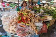 HO CHI MINH, VIETNAM - 21 NOVEMBRE 2014: un mercato di verdure locale nel Vietnam immagini stock libere da diritti