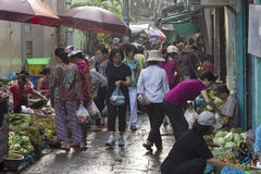HO CHI MINH, VIETNAM 5 NOVEMBRE: Una via occupata mA di primo mattino Immagine Stock