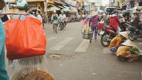 HO CHI MINH VIETNAM - OKTOBER 13, 2016: Gatastad med folk 3 stock video